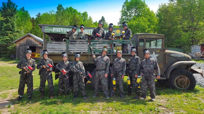 Photos de paintball - Groupe avec camion